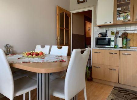 3 izbový byt s balkónom a garážou Topolcany