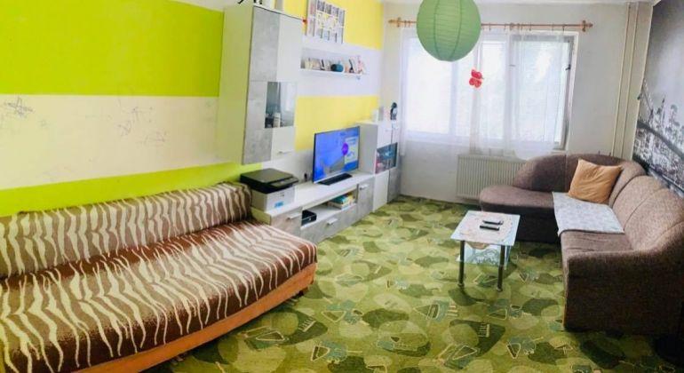 Na predaj 2i byt na ul. Trenčianska v Bánovciach n/B s loggiou