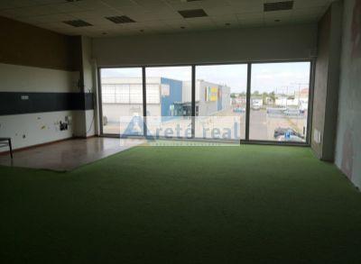 Areté real, Prenájom 214 m2 obchodno-skladového priestoru v obchodnom centre v Pezinku