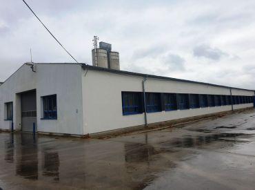 ** Na prenájom komerčno-priemyselná hala 930 m2 vhodná pre viacúčelový zámer - Nové Mesto n/V **