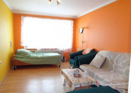 DOMUM - 1i byt 37m2, záhrada, vlastné kúrenie, bezbariérový, krb, Novom Meste n/V