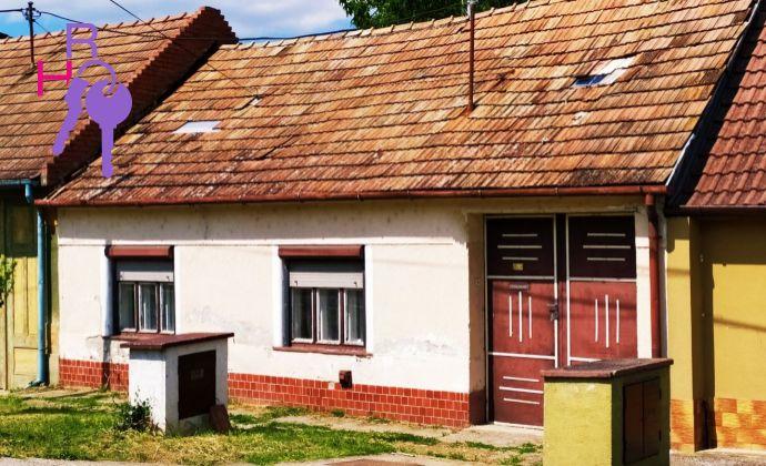Na predaj 2 izbový rodinný dom  v centre obce Dolné Dubové