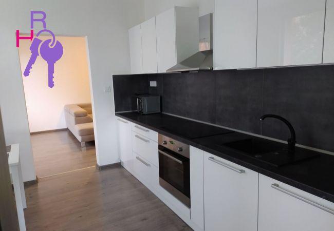 Na predaj nádherný veľkometrážny 4 izbový byt na Benkovej ulici v Nitre s podmanivou atmosférou.