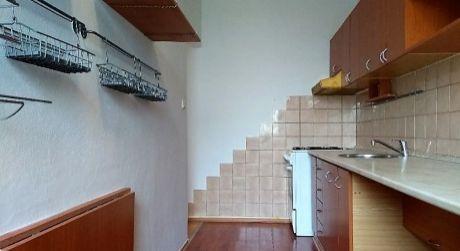 Slnečný čiastočne prerobený 3 izbový byt Záturčie s loggiou