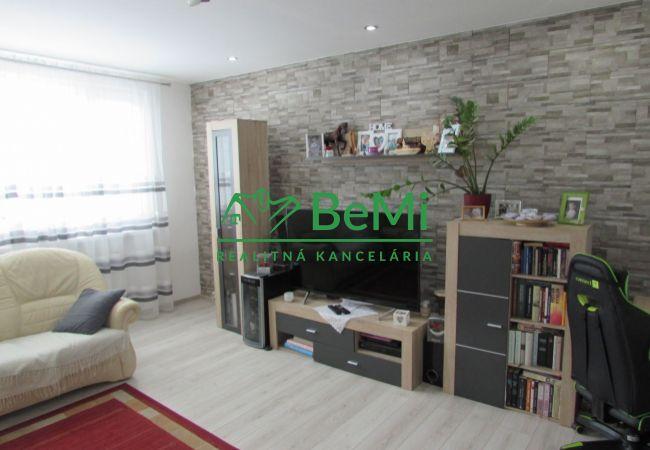 REZERVOVANÉ !! 3D Obhliadka ! Predáme veľký 3 izbový byt - Zlaté Moravce (874-113-AFI)