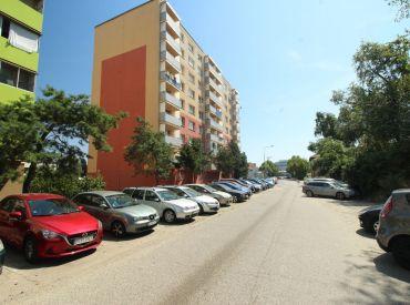Veľký 2 izbový byt v blízkosti centra na ulici Vranovská