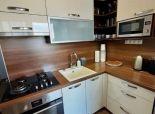 --PBS-- +++Veľký 1.-izbový byt s LODŽIOU po kompletnej rekonštrukcii na ulici Na Hlinách+++