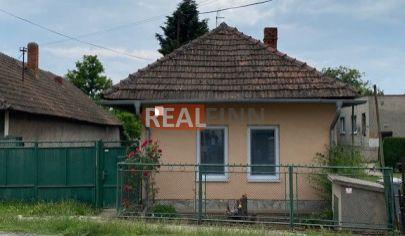 Realfinn-ZNÍŽENÁ CENA- na predaj rodinný dom Černík
