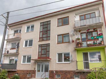 EXKLUZÍVNE na predaj !! 3 izbový byt s dvoma balkónmi a záhradkou len 5 minút od Popradu
