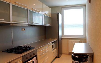 Predáme moderne zrekonštruovaný 3i byt v Petržalke