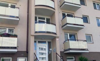 Na predaj priestranný slnečný 3 izb byt na Staničnej ulici v Trenčíne.