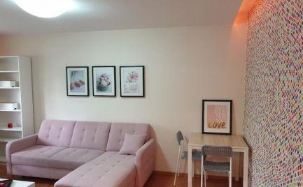 Ponúkame na predaj veľmi pekný zrekonštruovaný 2 izbový byt, nachádza sa vo vyhľadávanej lokalite Ružinov na Muškátovej ulici v Bratislave.