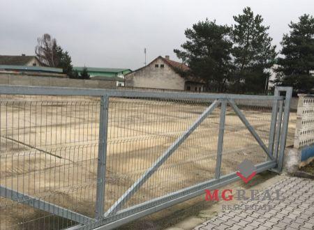 Stavebný pozemok Topoľčany / vhodný na firmu