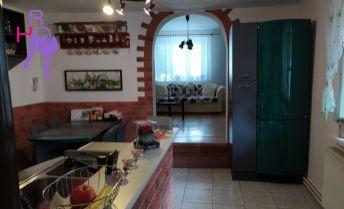 Na predaj 3 izbový rodinný domček  v centre obce Šípkové po kompletnej rekonštrukcii interiéru.