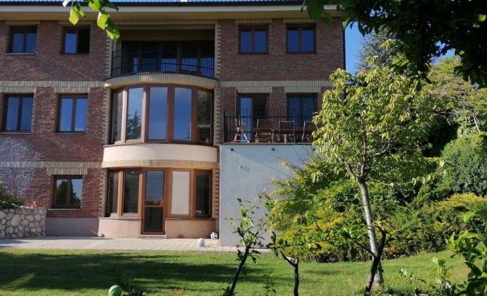 Priestranný 6-izbový dom so záhradou a výhľadom na prenájom, Koliba
