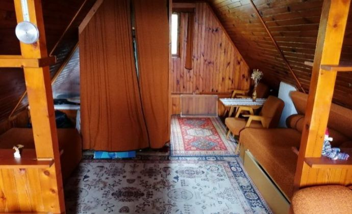 Chata 40 m2, kompletná rekonštrukcia, s terasou a záhradou 433 m2 v OV na predaj - Sečovce