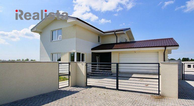 REZERVOVANÉ - Honosný 6-izbový rodinný dom s dvojgarážou - Dunajská Lužná