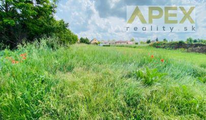 Exkluzívne APEX reality stavebný pozemok v Červeníku, 400 m2