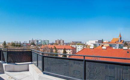 Prenájom 2 izbového bytu s terasou a garážovým státím vo výbornej lokalite mesta Malacky, Jilemnického ul.!!!