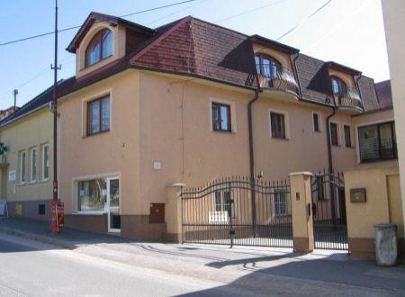 Polyfunkčný dom s mezonetovým bytom na predaj