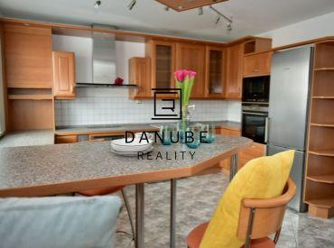 Predaj 4 a viac-izbový mezonetový slnečný byt na Silvánovej ulici v Pezinku.