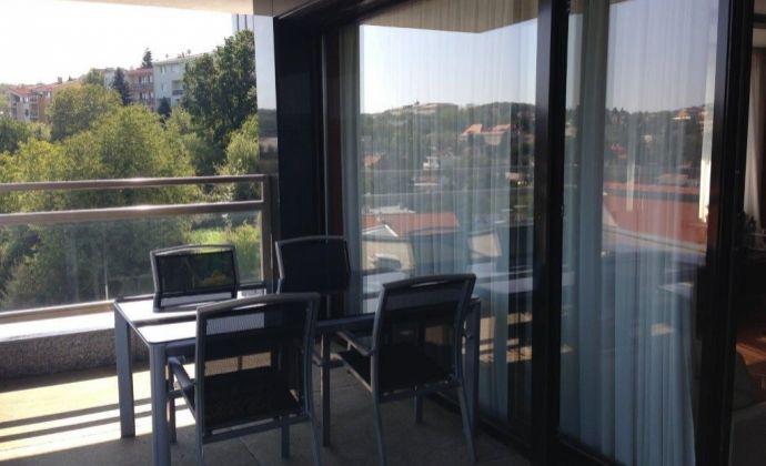 Prenájom 4 -izbový zariadený byt Horský Park Lovinského ulica