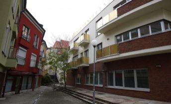 Luxusný 4-izbový byt 217 m² s 2 parkingami a terasou (97 m²) v BA I pod Hradom