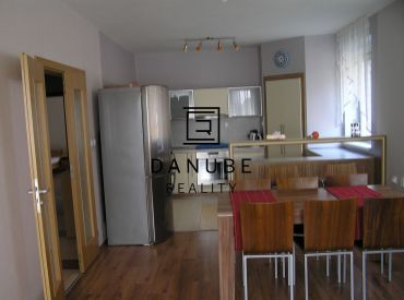 Prenájom 4-izbový byt v novostavbe v Líščom údolí s dvoma parkovacímí miestami.