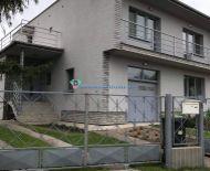 LEN U NÁS!!! Pekný 5 izbový rodinný dom v obci Trstice na predaj