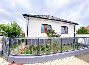 ***NA PREDAJ: NOVO- zrekonštruovaný rodinný dom v TOP LOKALITE mesta Malacky/ Veľkomoravská ul.!!!