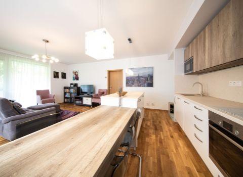 PREDANÝ - Na predaj 3 izbový byt s priamym vstupom do záhrady v novostavbe VILLA RUSTICA