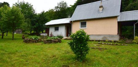 Na predaj krásna udržiavaná záhrada s chatou v Ladcoch, 2761 m2