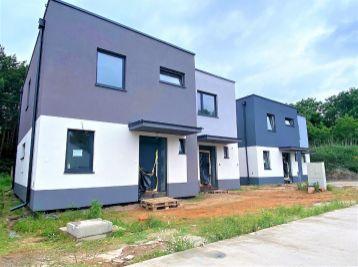 ***NOVINKA: Výnimočný 4 izb. byt v rodinnom dome s 15 m2 terasou a priamy vstupom zo záhrady do lesa/ Malacky!!