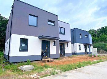 ***NOVINKA: Dvojpodlažný 4 izb. byt v rodinnom dome s 15 m2 terasou a záhradou, len 2 km od Malaciek!!