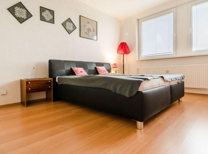 PODZÁHRADNÁ, 3-i byt, 77 m2 - so ZARIADENÍM, čiastočne zrekonštruovaný, IHNEĎ VOĽNÝ, pivnica, LOGGIA