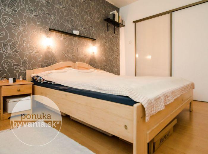LYSÁKOVÁ, 3-i byt, 70 m2 - BLÍZKO PRÍRODY, autobus, električka, RODINNÉ PROSTREDIE, vlastná kotolňa