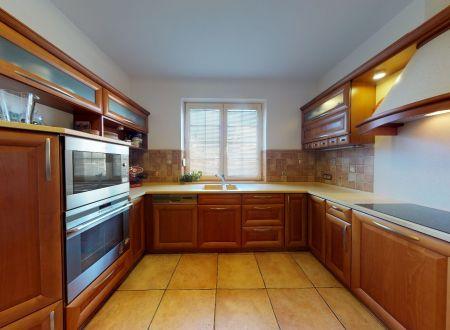 Pekný rodinný dom / 7 izbový,sauna/ Floreát Piešťany