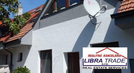 EXKLUZÍVNY PREDAJ - kompletne prerobený 4 izbový dom so zariadením, s podnikateľským priestorom na prízemií v Komárne