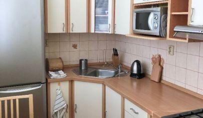 Slnečný, zariadený 2 izbový byt na prenájom v Dúbravke