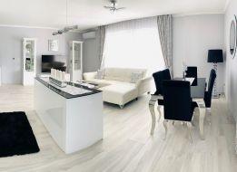 Luxusný zariadený 80 m2 byt na predaj v novej polyfunkčnej budove s vlastným parkoviskom
