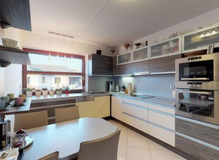 Rodinný dom /6 izb+,bazén, pozemok 2180 m2/ Madunice pri Piešťanoch