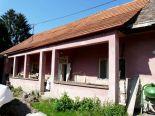 Sása – rodinný dom s hospodárskymi budovami, pozemok 1330 m2 – predaj