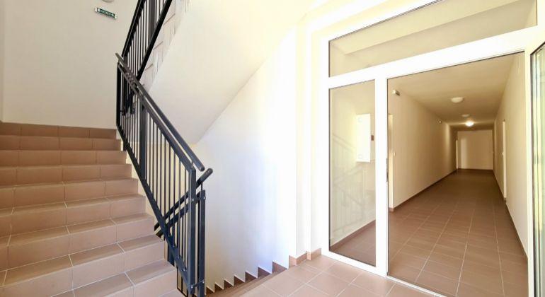 Novostavba 1z č.4 1.poschodie vchod A 48,72m2 JZ + balkón