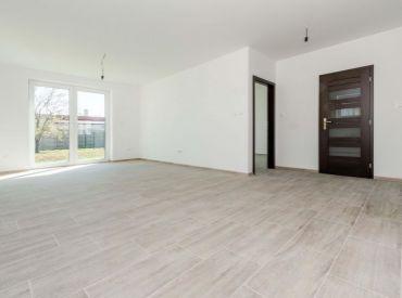 4i BUNGALOV, ÚP 125 m2– Lehnice: pozemok 490 m2, KVALITNÁ stavba, dokončenie podľa vlastných predstáv, R7 len 7 km, REGIOJET