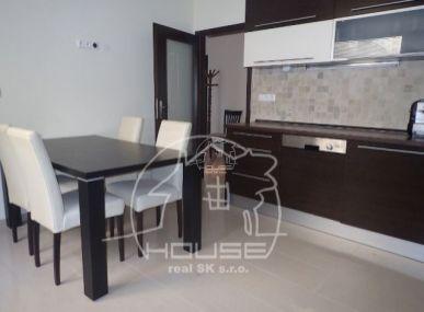 PRENÁJOM: veľký 2 izbový byt v centre mesta