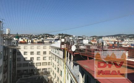 Výhodná cena, Kancelárie na najvyššom poschodí, dva samostatné celky, ucelené poschodie, Nám. SNP, Bratislava I, Staré mesto, na prenájom