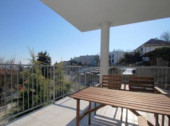 BA I. Staré mesto - 4 izbový byt s terasou a záhradkou v centre mesta