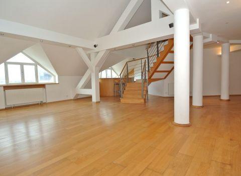 Predaj- priestranný 5- izb. mezonet (163,28 m2 zkolaudované 1. podlažie  + terasa 16,72 m2 + galérie 85,26 m2) v hist. budove Štefánka s výhľadom na prezidentský palác, Palisády- Hodžovo nám., BA I- c