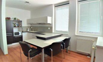 2-izbový byt s balkónom, s garážovým státím aj komorou, BA-Ružinov