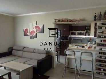 Predaj slnečný, zariadený 3-izbový byt v Bratislave-Petržalke na Ševčenkovej ulici.